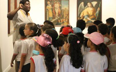 Aula de história e ciências nos Museus de Salvador