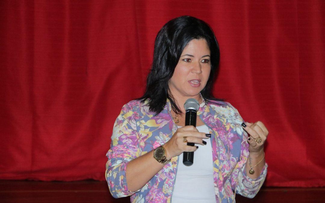 Repórter da Globo em palestra para o 4º ano