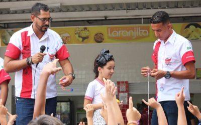 Jogando Pião no Salesiano – Projeto de brinquedos antigos e tradicionais