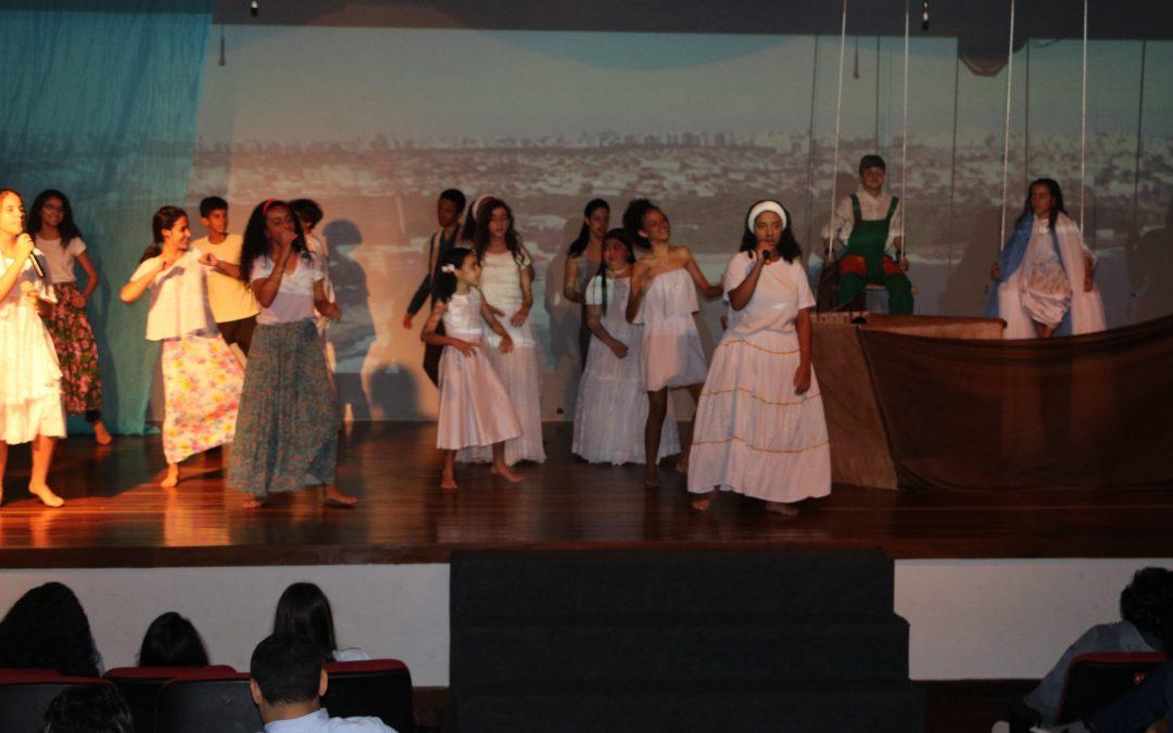 Teatro da vida de Dom Bosco encerram comemorações do mês vocacional