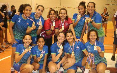 Equipe de Handebol Feminina campeã do Jogando com as Estações
