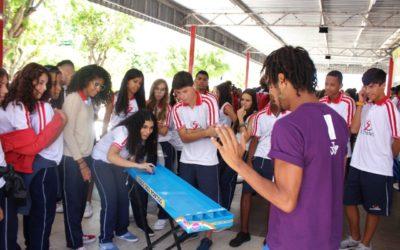 Pré-carnaval com Minitrio agita e faz a festa dos estudantes