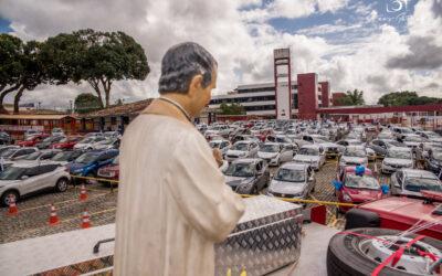 Mais de 200 carros com familiares, alunos, educadores e fiéis participam da 'Carreata Com Dom Bosco' promovida pelos Salesianos Bahia